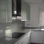 Ikea-Küchen mit Granitplatten als Arbeitsplatte